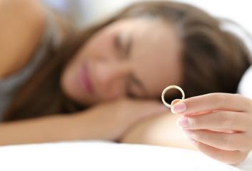 لا تقدمي على الزواج بسبب ضغوط المحيطين