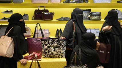 شاهد| تشابك نسائي عنيف داخل مركز تجاري في السعودية!