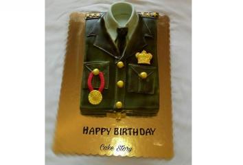 أردنية تفاجئ زوجها الضابط بقالب حلوى مثير