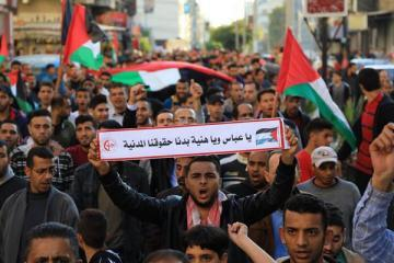مسيرة حاشدة رفضاً للحصار والانقسام والأوضاع الكارثية في قطاع غزة