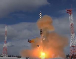 روسيا تختبر صاروخاً باليستياً عابراً للقارات