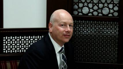 صحيفة عبرية: غرينبلانت يضع اللمسات الاخيرة على صفقة القرن