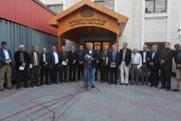 الفصائل الفلسطينية تدعو الرئيس عباس لعدم فرض عقوبات جديدة ضد غزة