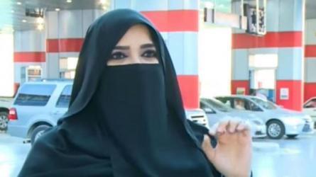 تعرف على أول امرأة سعودية تعمل في محطة وقود