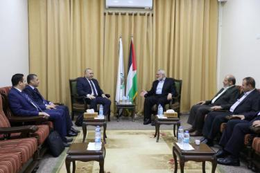 هنية يلتقي الوفد الأمني المصري بغزة