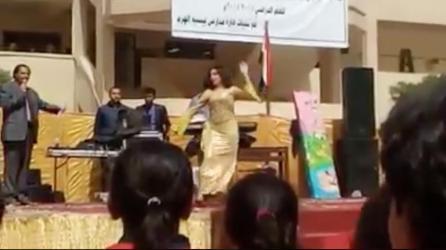 بالفيديو.. راقصات شعبيات بإحدى مدارس مصر يثير ضجة كبيرة
