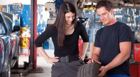 ما الذي يتوجب عليك معرفته قبل شراء اطار جديد للسيارة