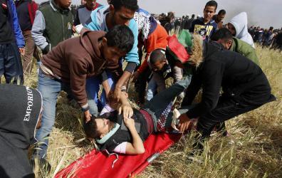 """يديعوت: الجيش الإسرائيلي يريد إيقاف مسيرات العودة باستهداف """"أرجل"""" الفلسطينيين"""