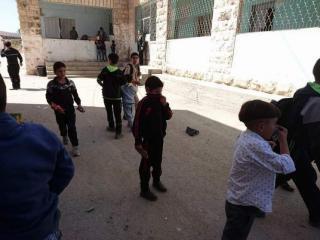25 اصابة بهجوم غاز نفذه جيش الاحتلال على مدرسة النهضة