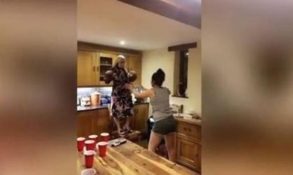 فيديو.. نهاية مروعة لفتاة حاولت تقليد مشهد من فيلم برفقة صديقاتها
