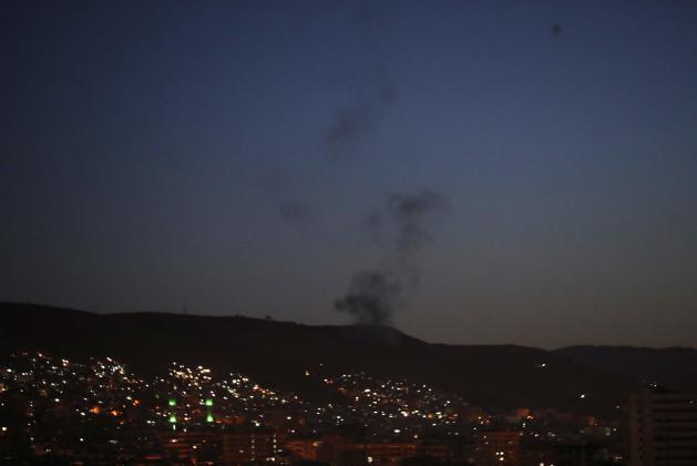 الاحتلال يقصف مواقع عسكرية سورية وتعرض مواقع للاحتلال لقصف صاروخي