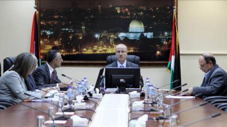 رواتب الموظفين وقضايا غزة على طاولة الحكومة غدًا