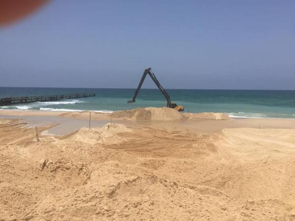 صور| الاحتلال يقيم حاجزا بحريا لمنع التسلل من غزة