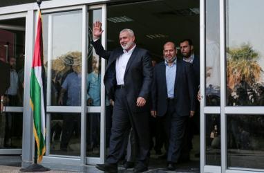 وفد من حركة حماس يضم هنية والحية ومشتهي يغادرون للقاهرة