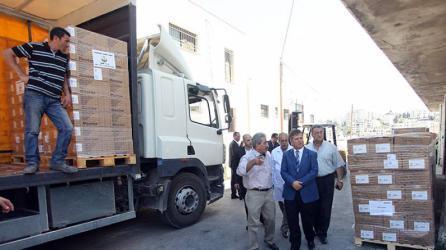 وفد طبي وشاحنات أدوية في طريقهما لقطاع غزة
