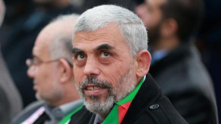 صحيفة عبرية تُعلق على شروط السنوار لوقف مسيرات العودة