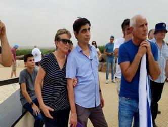 """عائلة الجندي """"هدار جولدين"""" تجمع نصف مليون شيكل لاستعادة ابنها من غزة"""