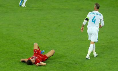 شاهد لحظة إصابة محمد صلاح خلال مباراة ليفربول وريال مدريد