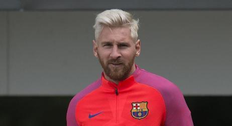 ليونيل ميسي لم يوقع عقده مع برشلونة على ورقة إنما على شيءٍ لا تتوقعه!