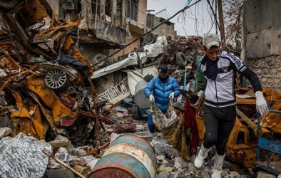 نيويورك تايمز: جامعو القمامة في الموصل يتحولون إلى جامعي جثث