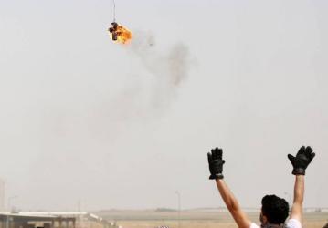 ضابط إسرائيلي: أي طبق ورقي يخترق مجال غلاف غزة سنسقطه بطائرات حقيقية