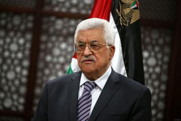 أبومازن غاضب من اتصالات تجريها دولة عربية مع حماس بغزة بطلب أمريكي