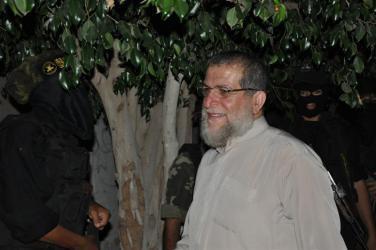 """هذا ما قاله الشيخ عزام خلال تشييع شهداء """"القسام"""" اليوم"""