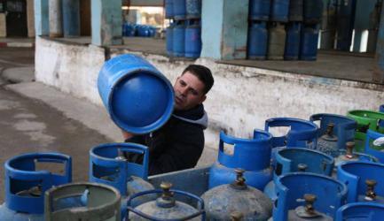 """بعد حريق """"كرم أبو سالم"""".. التحفظ على كميات غاز الطهي بغزة"""