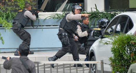 شاهد.. هجمات انتحارية على 3 كنائس في إندونيسيا توقع 9 قتلى