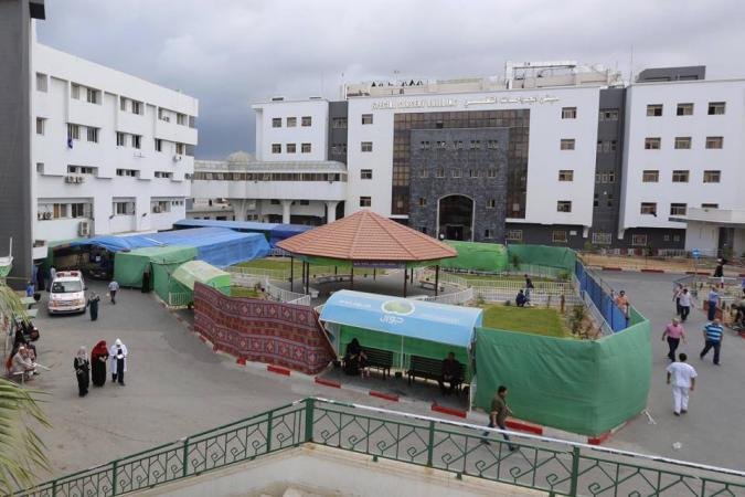 بالصور.. إقامة غرف طوارئ إضافية في مجمع الشفاء الطبي بغزة