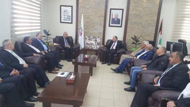 الشخصيات المستقله تجتمع مع رئيس واعضاء بلدية الخليل