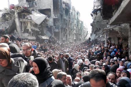مهجرو مخيم اليرموك يطالبون الأمم المتحدة بنقلهم إلى فلسطين