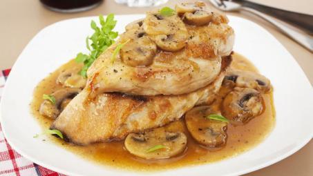 ستيك الدجاج بصلصة الفطر