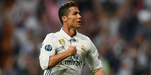 كريستيانو رونالدو يخبر زملاءه برحيله عن ريال مدريد