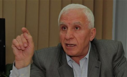 عزام الأحمد يؤكد قرب حل أزمة رواتب الموظفين في غزة