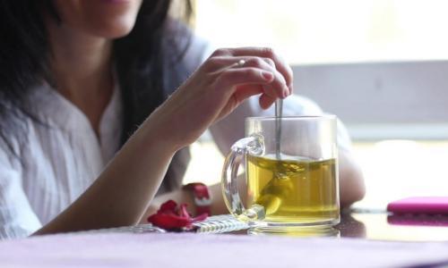 أضرار الشاي الأخضر لا تعرفينها