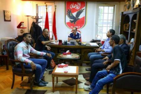 وفد رابطة محبي الأهلي وشخصيات فلسطينية يزورون مقر النادي الأهلي المصري