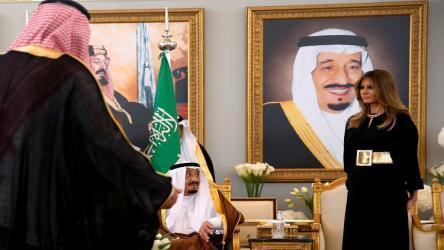 أربع دول عربية تدعم تخطي الرئيس محمود عباس بعرض صفقة القرن