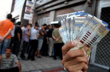 باوامر من الرئيس.. الحكومة واللجنة المركزية تبحثان تسديد فاتورة رواتب غزة