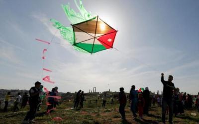 الاحتلال يتوعد مطلقي الطائرات الورقية بالقتل
