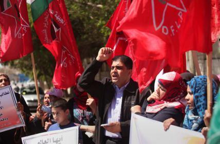 الشعبية: أبومازن والحكومة يتحملان مسؤولية قطع واستمرار خصومات رواتب غزة