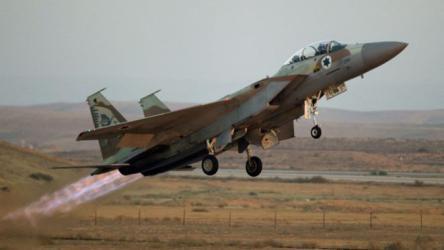 طائرات الاحتلال تقصف شرقي البريج