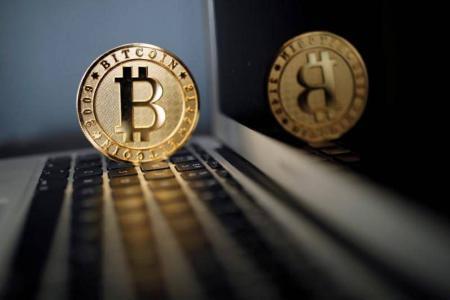 تراجع العملات الافتراضية بعد سرقة 30 مليون دولار