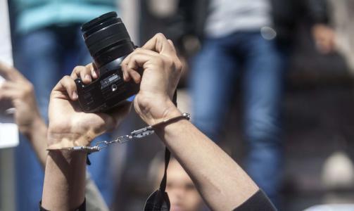 منتدى الإعلاميين يدين استدعاء الأجهزة الأمنية في الضفة لثلاثة صحفيين