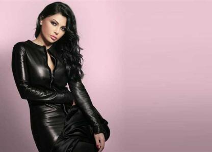 هيفاء وهبى تعتذر عن حفل في لبنان بسبب وعكة صحية