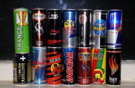 مشروب طاقة يدخل فناناً كويتياً العناية الفائقة