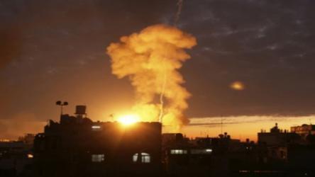 انفجارات بمخازن سلاح للنظام السوري بدرعا وأنباء عن قصف إسرائيلي