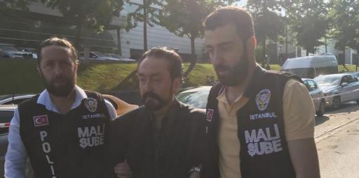 القبض على الداعية عدنان أوكتار والعشرات من أتباعه في تركيا