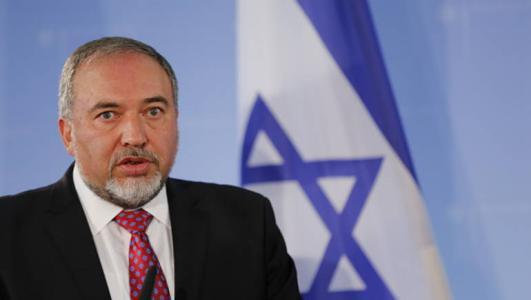 ليبرمان مهاتفاً ميلادينوف: قيادة حماس تتحمل مسئولية التصعيد والقتل والدمار القادم في غزة