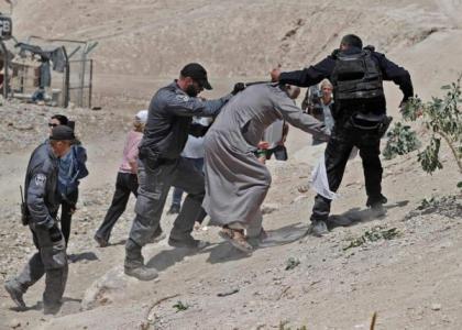 35 إصابة خلال تهجير الاحتلال لسكان الخان الأحمر تمهيداً لهدمه